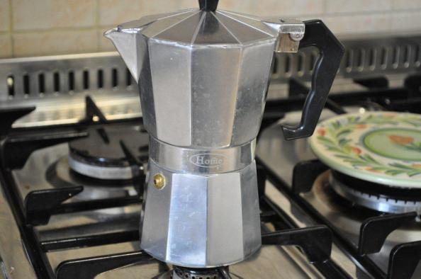 kratom tea made with a moka or stove pot